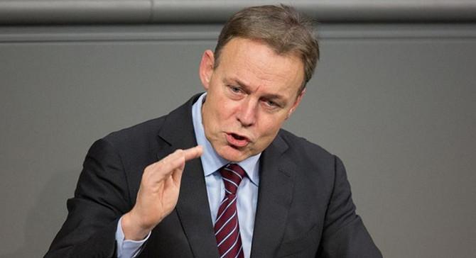 SDP'den İncirlik konusunda Merkel'e baskı