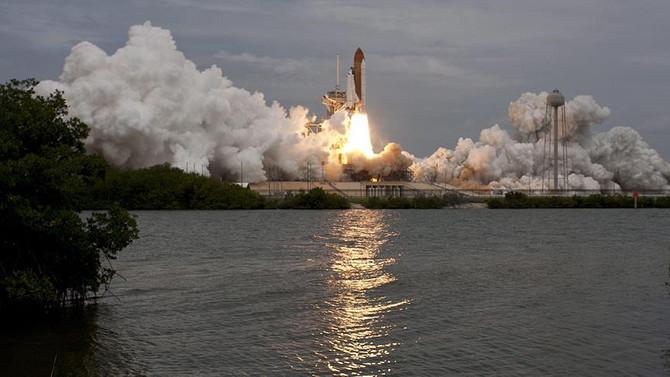 İlk kez özel şirkete ait platformdan uzaya mekik fırlatıldı
