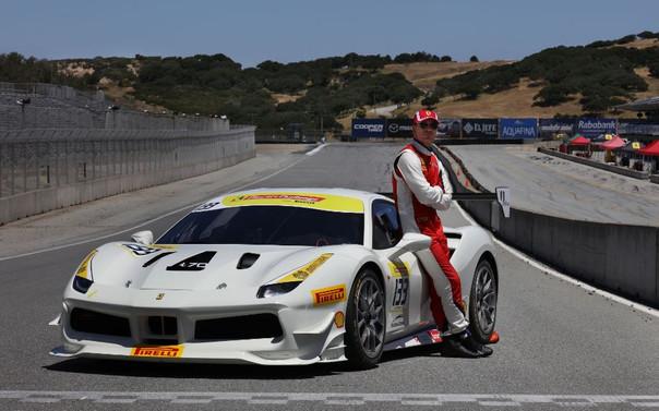 Michael Fassbender Ferrari Challenge'da yarışıyor!