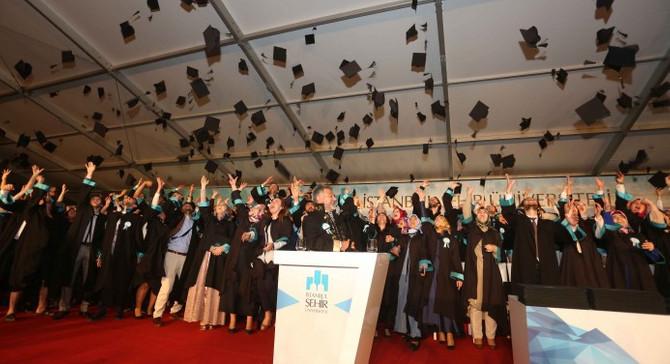 İstanbul Şehir Üniversitesi'nde mezuniyet coşkusu