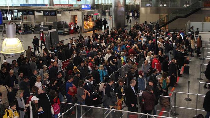 Antalya'ya hava yoluyla gelen ziyaretçi sayısı artıyor