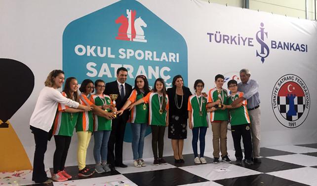 Okullarının adını şampiyonluğa yazdırdılar