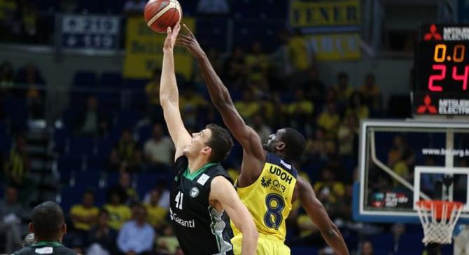Fenerbahçe yarı final serisinde 2-0 öne geçti