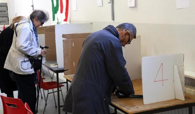 İtalya'da oy verme işlemi başladı