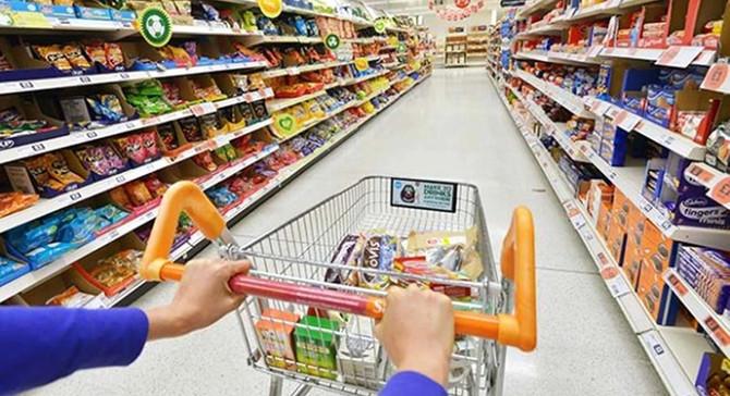 İngiltere'de tüketici harcamaları 4 yıl sonra düştü