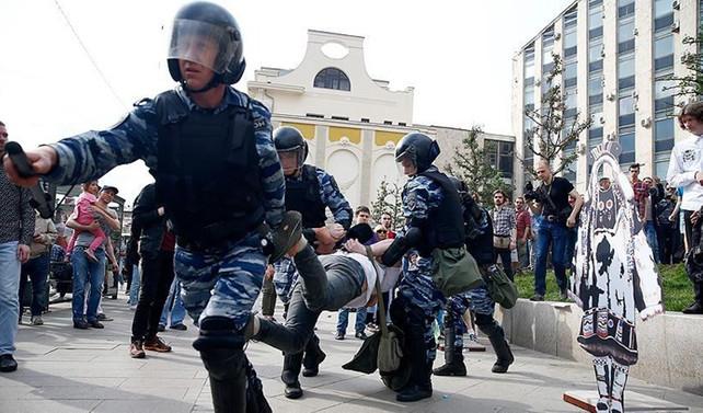 Rusya'da 'yolsuzluk karşıtı' gösteriler: 650 gözaltı