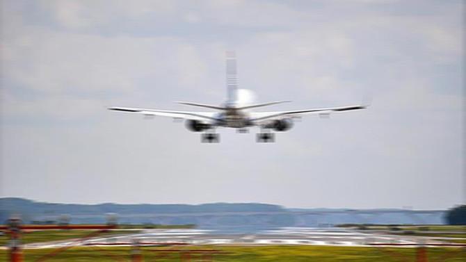 Hong Kong'da 350 uçuş ertelendi