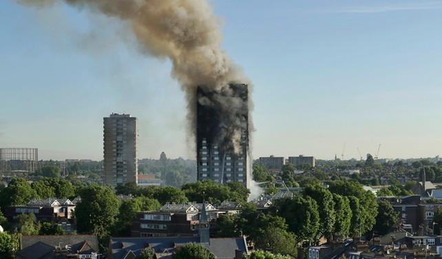 Londra'daki binada arama çalışmaları başladı