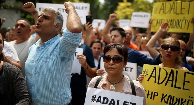 CHP İstanbul İl Başkanlığı'ndan 'Adalet Nöbeti'