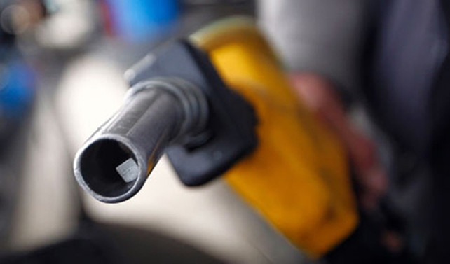 Benzinin litresi 5 liranın altına düştü