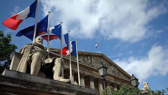 Fransa'da genel seçimin ikinci turu yarın yapılacak