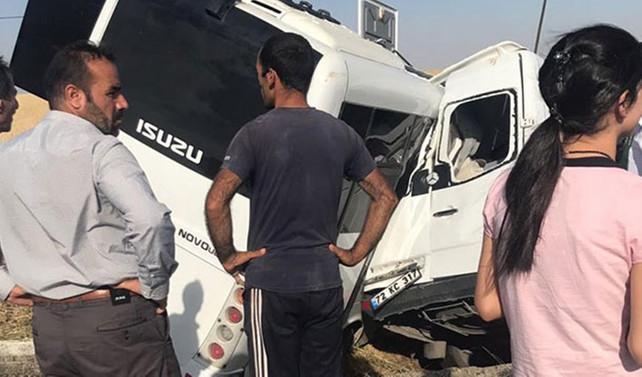 Polis midibüsü ile sivil araç çarpıştı : 2 ölü