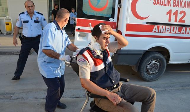 Jandarma minibüsü devrildi: 8 yaralı