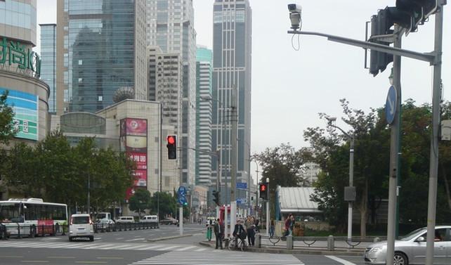 Çin'de yaya geçitlerine yüz tanıma sistemi