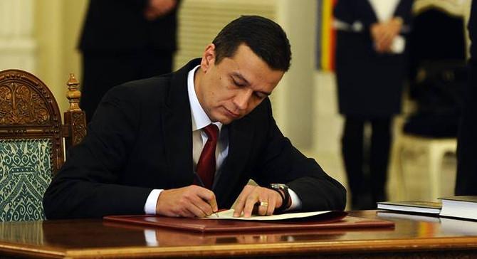 Romanya'da hükümet düştü
