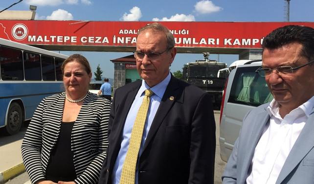 CHP milletvekilleri, Berberoğlu'nu ziyaret etti