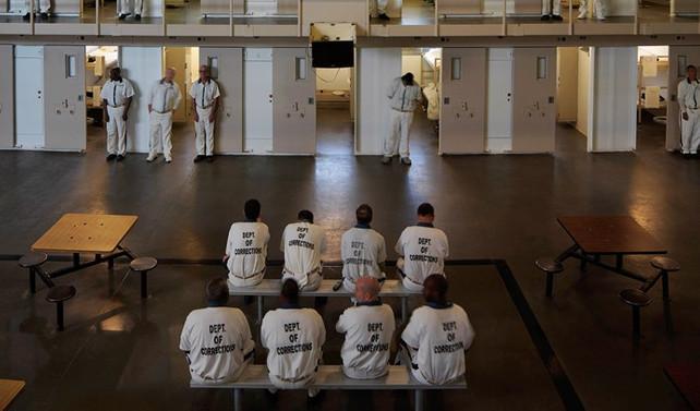 ABD'de kaçmayıp gardiyanı kurtaran mahkumlara ödül