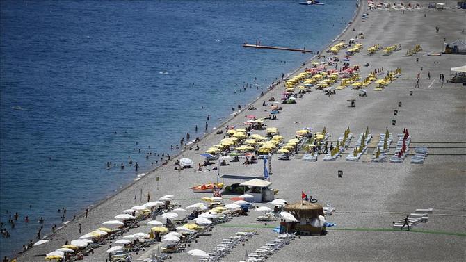 Antalya'da sıcak, halkı denize döktü