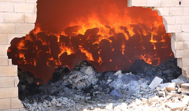 Şanlıurfa'da tonlarca pamuk balyası yandı