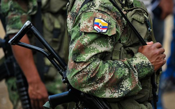 FARC silahlarının tamamını teslim etti