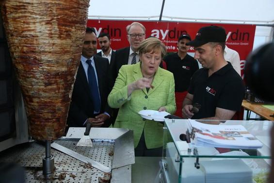 Almanya Başbakanı Merkel, döner kesti