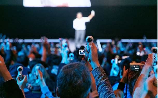 Samsung'un yeni Gear 360'ı 4K video çekiyor