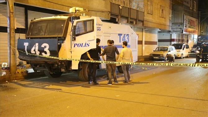 Diyarbakır'da TOMA'ya saldırı