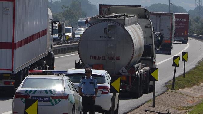 Yakıt tankeriyle otomobil çarpıştı: 1 yaralı