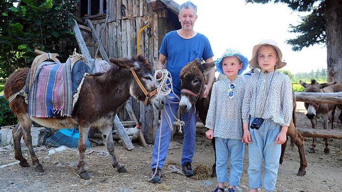 'Christian Amca' eşekleriyle turistlerin hizmetinde