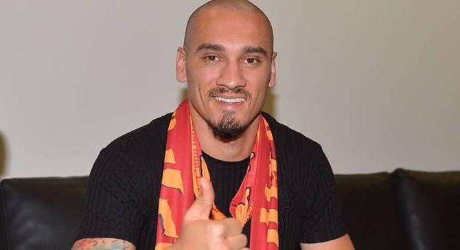 Galatasaray, Maicon'u renklerine bağladı