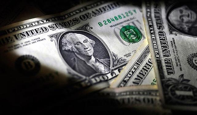 Dolar dalgalı seyir izledi