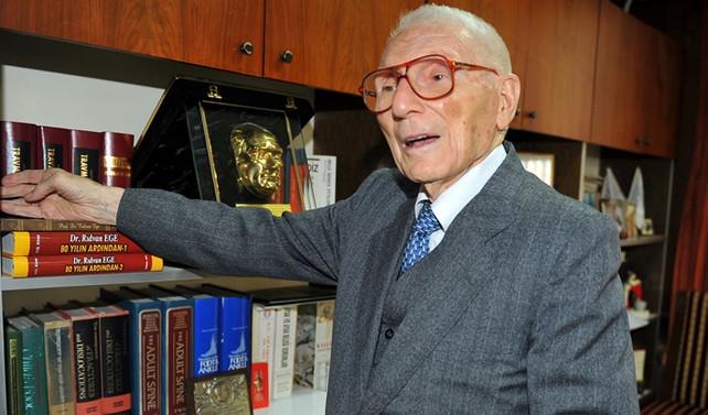 Dünyaca ünlü Türk hekim hayatını kaybetti