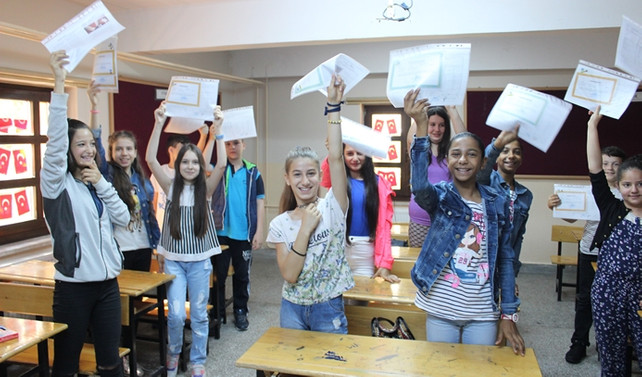 Öğrencilerin karne heyecanı