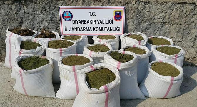 Diyarbakır'da tonlarca esrar ele geçirildi