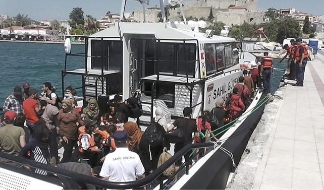Çeşme'de 56 göçmen yakalandı