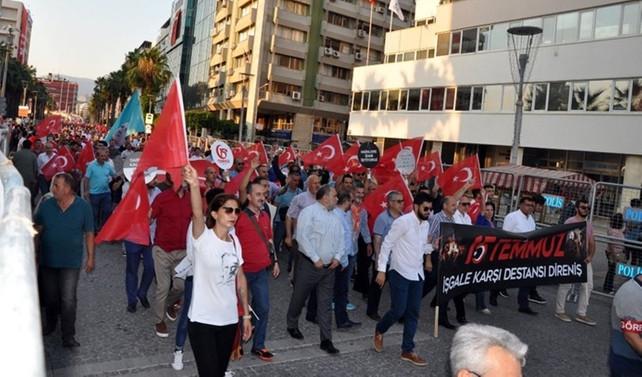 İzmir'de 'Milli İradeye Saygı' yürüyüşü