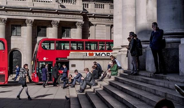İngiltere'de kamu borcu beklentiyi aştı