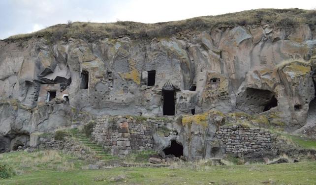 Bitlis'teki mağara evler turizme kazandırılıyor