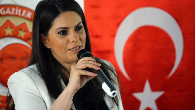 Sarıeroğlu'dan İmren Aykut'a telefon
