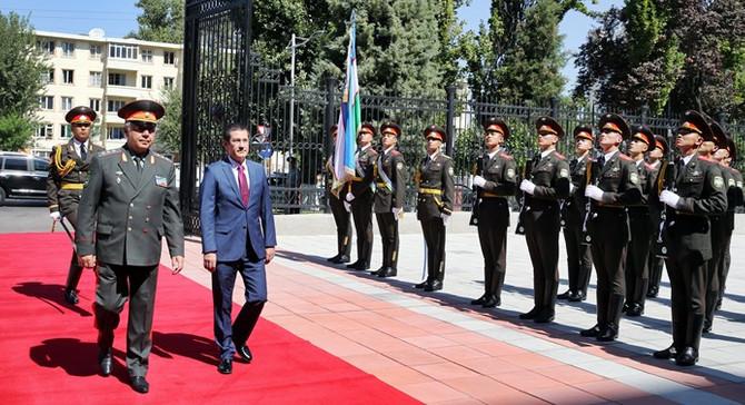 Savunma Bakanı olarak ilk ziyaret Özbekistan'a