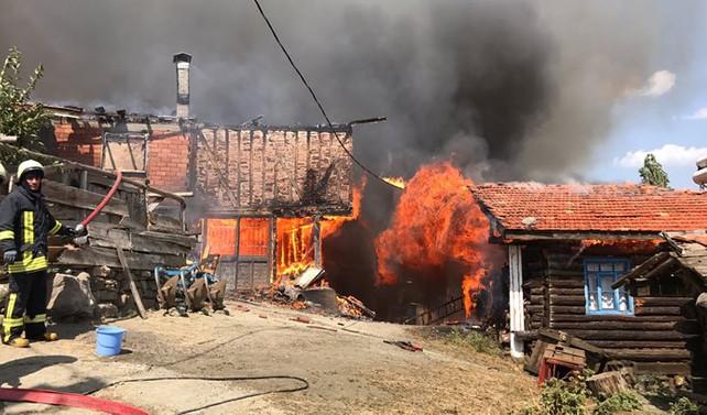 Çankırı'da yangın 10'dan fazla eve sıçradı