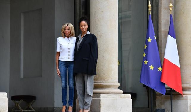 Macron, şarkıcı Rihanna ile görüştü