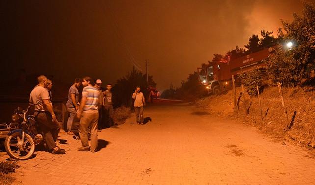 İzmir'de yangından dolayı 2 köy boşaltıldı