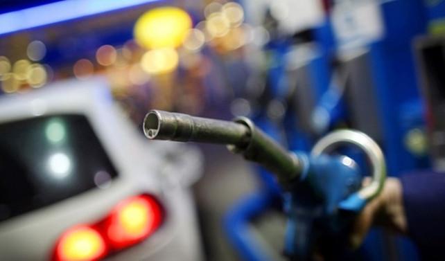 Petrole zam enflasyonu yeniden artırır