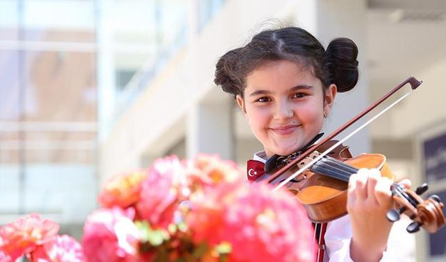 Doğuştan notalara dokunan orkestra: İki Elin Sesi Var