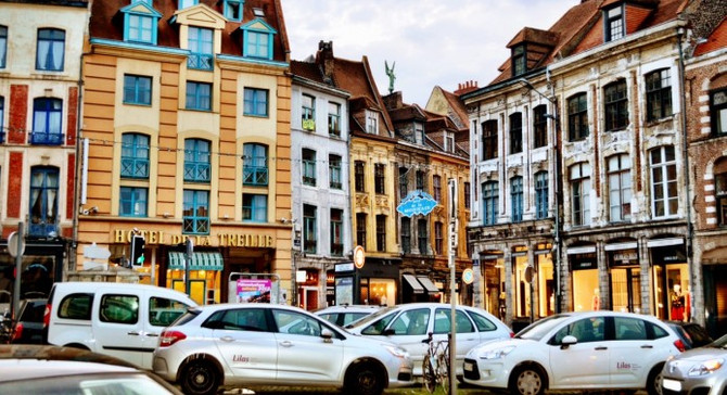 Fransa'da dizel ve benzinli araçlar kalkıyor
