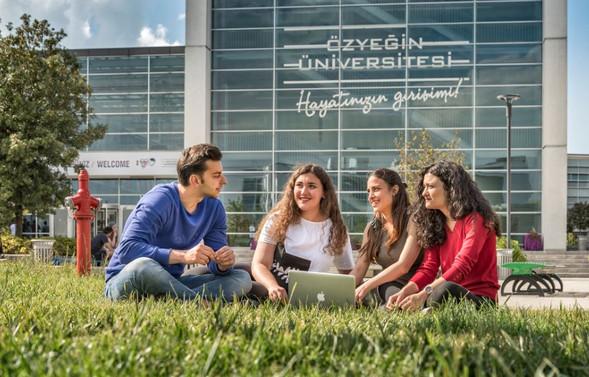 Özyeğin Üniversitesi aday öğrencileri bekliyor
