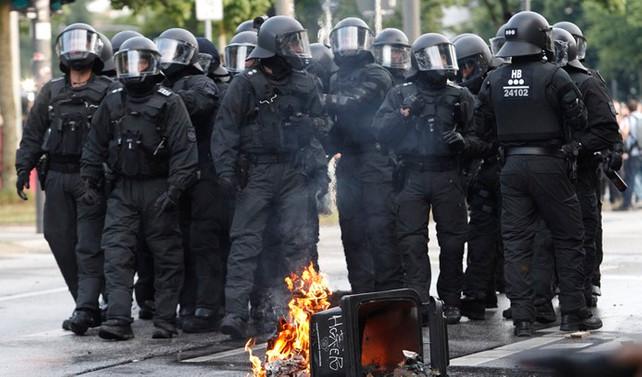 Hamburg'ta 213 polis yaralandı