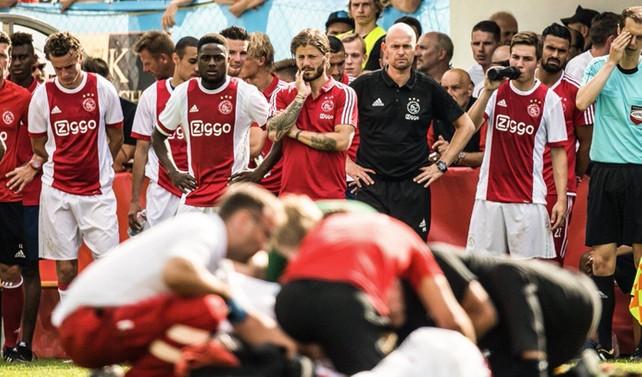 Ajaxlı oyuncu maç esnasında yere yığıldı