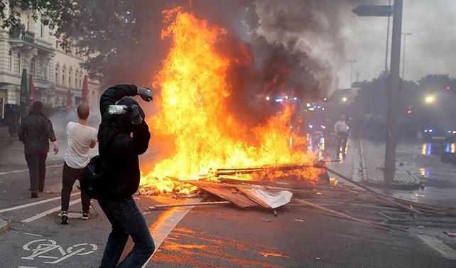Hamburg'ta şiddet olayları: 411 gözaltı